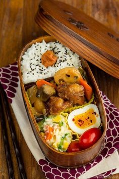 Sweet and Sour Chicken Bento 鶏と野菜の黒酢あん弁当 - This Sweet & Sour Chicken Bento uses the leftover from my Ootoya's Sweet & Sour Chicken recipe for a delicious portable lunch! Served with steamed rice, ramen egg & Japanese potato salad on the side, it can be put together easily with some planning ahead. #bentobox #asianrecipes #japanesefood #lunchideas #leftoverchickenrecipes | Easy Japanese Recipes at JustOneCookbook.com Bento Recipes, Lunch Box Recipes, Cooking Recipes, Bento Ideas, Cooking Tips, Easy Japanese Recipes, Asian Recipes, Menue Design, Japanese Lunch Box