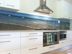 Using the latest technology, we can print any hi-resolution image or design onto glass to create something truly special and unique. Living Room Remodel, Kitchen Remodel, Dream Home Design, House Design, Kitchen Interior, Kitchen Design, Printed Glass Splashbacks, Cocinas Kitchen, Kitchen Colour Schemes