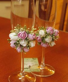Diy wedding decorations that will make a spring wedding memorable 00032 Wedding Crafts, Diy Wedding, Wedding Decorations, Trendy Wedding, Table Wedding, Spring Wedding, Wedding Bride, Decorated Wine Glasses, Painted Wine Glasses