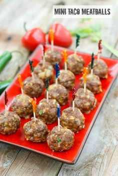Ready in less than 30 minutes and bursting with flavor: Mi… Mini Taco Meatballs. Ready in less than 30 minutes and bursting with flavor: Mini Taco Meatballs. Finger Food Appetizers, Yummy Appetizers, Appetizers For Party, Appetizer Recipes, Simple Appetizers, Meatball Appetizers, Appetizers Superbowl, Taco Meatballs Recipe, Mini Meatballs