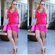 Outubro rosa acabando, mas ainda dá tempo de postar nosso look lindo da #donaligirl @mariaalekas que apostou numa combinação linda de diferentes tons de pink!!!  #outubrorosa #lookdodia #ootd #lookoftheday #lovepink #dujour #fashion #moda #instalook #instafashion #vempradonali