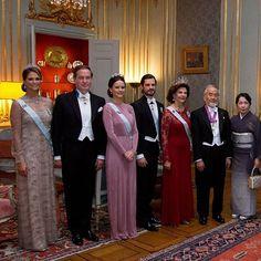Swedish royal family with the Nobel winners yesterday ♡ 11.12.2016  Credits Svenskdam  #princesssofia #prinsessansofia #princessmadeleine #prinsessanmadeleine #nobel_2016 #swedishroyalfamily #kungahuset #likes #l4l #likes4like