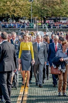 L-R) Outgoing Vice-Minister and Defence Minister Pieter De Crem, Queen Mathilde of Belgium, King Philippe of Belgium and Flemish Minister-President and Minister of Foreign Policy and Tourism Geert Bourgeois (N-VA) during the inauguration of the replica of the pontoon bridge across the Schelde river, in Antwerp, 03.10.2014.