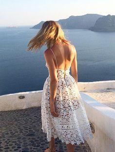 A la fois sensuelle et élégante, cette robe en dentelle a tout bon !