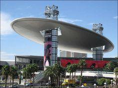 Fashion Show Mall (Las Vegas, USA) architecture-arquitectura Las Vegas Usa, Las Vegas Trip, Las Vegas Nevada, Vegas Getaway, Vegas Vacation, Spring Vacation, Unusual Buildings, Interesting Buildings, Amazing Buildings