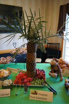 safari themed baby shower or party food table - pineapple tree! Jungle Food, Jungle Party, Safari Party, Baby Shower Parties, Baby Shower Themes, Baby Boy Shower, Shower Ideas, Safari Theme Birthday, Kids Birthday Themes
