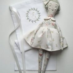 Glad to introduce you to the little lady Emmeline! She loves the subtle flavors of garden flowers and as you can see, loves to dream about something with her eyes closed! This is my last doll this month, now is the time to prepare for the opening of the store! Рада вам представить маленькую леди Еммелин! Она любит тонкие ароматы садовых цветов и как видно по ее глазам любит помечтать))) Это последняя кукла в этом месяце, теперь настало время для работы над магазином! #artdoll #textiledoll…