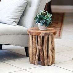 Olha que linda essa ideia de Mesa de ramos feita de madeira recolhida do jardim Driftwood Shelf, Driftwood Furniture, Driftwood Table, Painted Driftwood, Driftwood Projects, Rustic Furniture, Log Projects, Handmade Wood Furniture, Tree Furniture