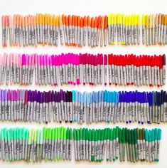 Rainbow collection of Sharpie markers. Photo by Tonyavista Sharpie Markers, Sharpie Art, Sharpies, Brush Markers, Sharpie Colors, Image Crayon, Stylo Art, School Suplies, Cute Stationary