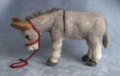 Needle felted donkey Carol's Easter Wooliecreation is a Sicilian miniature donkey with a natural dark cross on his back. Wool Needle Felting, Needle Felting Tutorials, Needle Felted Animals, Wet Felting, Felt Animals, Felted Wool, Felted Scarf, Art Tribal, Felt Fairy
