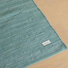 Cotton rug in the colour Dusty Jade from the Danish brand Rug Solid. The rug is hand-woven and is made by upcycling from the fashion industry. Royal Design, Home Decor Kitchen, Minimalist Design, Industrial Style, Interior Styling, Jade, Upcycle, Hand Weaving, Carpet