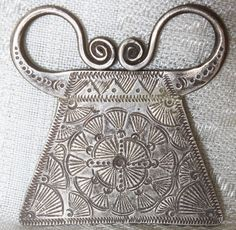 This soul lock pendant is made of solid high grade silver and is engraved with a popular Hmong motif. It retains its aged patina, but if desired could be polished to a high shine. Authentic antique Hmong silver is difficult to find nowadays.
