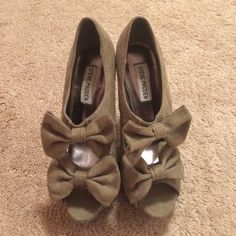 Steve Madden Bow Heels Taupe, suede Steve Madden heels. Worn once and in great condition. Steve Madden Shoes Heels