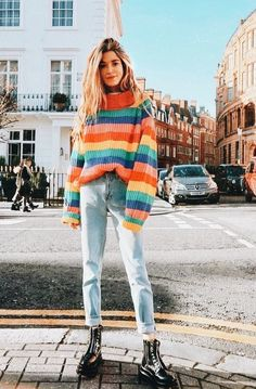 18 Reasons Spring Is Still Sweater Weather Spring sweaters are seasonal essentials. Here are 18 lightweight picks perfect for temperamental temperatures. Trend Fashion, Fashion Mode, Fashion Pants, Look Fashion, Fashion Outfits, Fashion Design, Fashion Ideas, Womens Fashion, Ladies Fashion