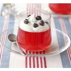 These glamorous, summery Independence Day jellies really capture the occasion, from Good Food Magazine. Blue Desserts, Healthy Desserts, Healthy Recipes, Pistachio Cupcakes, Watermelon And Feta, Strawberry Juice, Happy Birthday America, Food Themes
