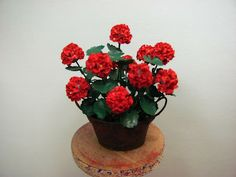 "Dollhouse Miniature Furniture - Tutorials | 1 inch minis: RUSTY PAN OF GERANIUMS TUTORIAL, How to make cheap 1 inch scale geraniums with paper with a ""rusty"" pan made from card stock."