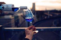 Vinho azul vegan- É mais adocicado que o vinho tradicional, prometendo agradar aos mais jovens.