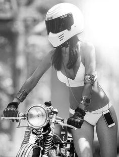 So much Prettier without the Helmet~Cafe Racer da Tarde. Lady Biker, Biker Girl, Vespa Scooter, Motard Sexy, Chicks On Bikes, Cafe Racer Girl, Motorbike Girl, Motorcycle Helmet, Moto Bike