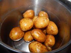 Röszti burgonya recept lépés 1 foto Vegetables, Fruit, Food, Essen, Vegetable Recipes, Meals, Yemek, Veggies, Eten