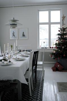 Pretty table setting for Christmas..LILLA VILLA VITA