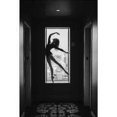 Brooke in Soho New York City. #ballerina - @brookelockett #soho #newyorkcity #ballerinaproject #ballerinaproject_ #ballet #dance #pointe…