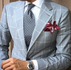In southern Italy, you can discover suits without sleeve lining for optimum coolness. The very best part is these suits arrive in a selection of shades, unlike the woolen suits. Look and feel of the suit will be different depending… Continue Reading → Sharp Dressed Man, Well Dressed Men, Mode Masculine, Mens Fashion Suits, Mens Suits, Fashion Menswear, Dandy Look, Terno Slim Fit, Best Suits For Men
