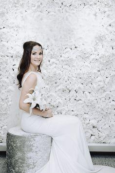 I Adore You! Blomstervegg - Blomstervegg til bryllup, selskap og events I Adore You, Flower Wall, Ever After, Elegant, Rose, Wedding Dresses, Flowers, Walls, Weddings