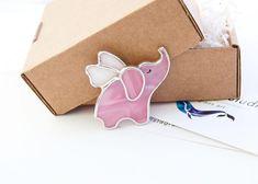 Немного романтики воскресным утром...  Летающий розовый слон 990р. _________________ #украшенияизстекла #броши #брошиизстекла #витражнаяброшь #витражтиффани #тамбов #LumiereStudio #lambada #lambadamarket #ламбадамаркет #etsy #etsyshop @etsy #stainedglass #etsyjewelry #стекло #цветноестекло #бижутерия #украшения #handmade #брошь
