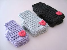 DIY Crochet Valentine Mitts... ♥ A free pattern available in three sizes, toddler to teen.