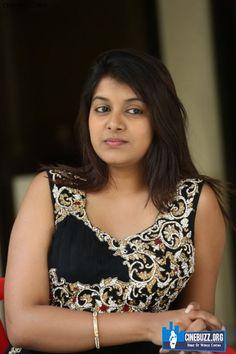 New Latest Unseen Sizzling Pics of Kavya Kumar