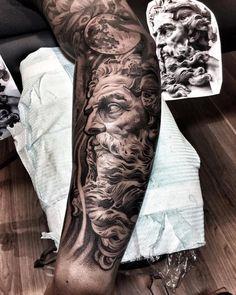 Tatouage homme bras et tatouage avant-bras en 50 idées flambant neuves Arm and forearm tattoo in 50 unusual ideas to make you stand out! Zeus Tattoo, Hades Tattoo, Poseidon Tattoo, Forarm Tattoos, Forearm Sleeve Tattoos, Best Sleeve Tattoos, Tattoo Sleeve Designs, Body Art Tattoos, Tatouage Hercules
