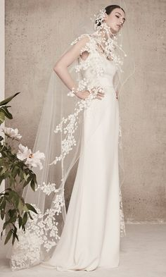 Elie Saab Bridal Spring 2018 Collection has 13 looks ranging from floor-sweeping gowns to a wide-legged jumpsuit primed for the modern bride. Mod Wedding, Wedding Veils, Bridal Veils, Wedding Hair, Bridal Hair, Dream Wedding, Lace Wedding Dress, Bridal Dresses, Bridal Looks