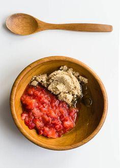 4 DIY Strawberry Beauty Recipes | http://hellonatural.co/strawberry-beauty-recipes/