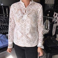 Den smukke bluse fra Baum und pferdgarten til 1399,- jeans fra Zoe Karssen 999,- #baumundpferdgarten #zoekarrsen #trilou