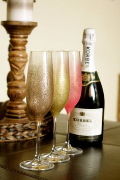 Favorite Like this item? Add it to your favorites to revisit it later. Set of 4 sparkle champagne toasting party glasses Glitter Dust, Glitter Party, Champagne Toast, Champagne Glasses, Do It Yourself Crafts, Crafts To Make, Glitter Glasses, Decorated Wine Glasses, Wedding Glasses