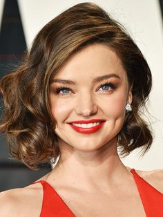11 Most Flattering Hairstyles for Round Faces: The Curly Bob on Miranda Kerr.