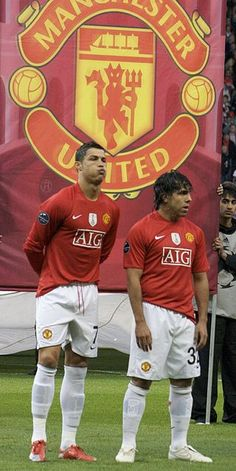 carlos tevez & Cristiano Ronaldo back in the day World Best Football Player, World Football, Football Stadiums, Football Players, Cristiano Ronaldo Manchester, Cristiano Ronaldo Cr7, Manchester United Legends, Manchester United Football, Ronaldo Photos