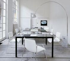PROGETTO 1  By Monica Armani 2006 Zwart staal gecombineerd met een glazen tafelblad