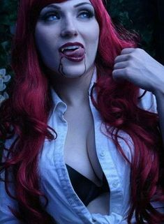 Female vampire and a very hot one at that. Vampire Love, Gothic Vampire, Vampire Books, Vampire Girls, Vampire Art, Vampire Tattoo, Vampire Queen, Hot Vampires, Vampires And Werewolves