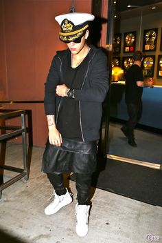 Justin Bieber At Four Seasons Hotel And Studio In Los Angeles