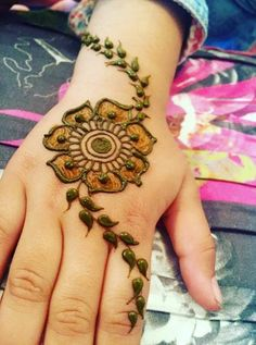 Simple and Easy Henna Flower Designs