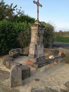 Mémorial de Camile Claudel à l'entrée de Villeneuve sur Fère. Camille Claudel n' a pas eu de sépulture. Son corps fut jeté à la fosse commune de Montdevergues.