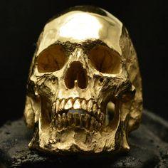 En la joyería de fuego anillo de calavera oro de 18 kt. Rosa
