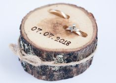 Rustic ring bearer pillow wedding wood slice rustic ring box wedding decoration wood wedding decor ring pillow alternative by DINDINTOYS Ring Bearer Pillows, Ring Bearer Box, Ring Pillows, Rustic Napkin Rings, Rustic Ring Bearers, Rustic Wedding Details, Rustic Theme, Birch Wedding, Wedding Giveaways