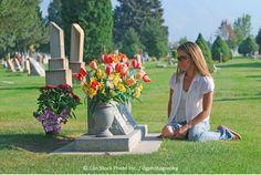 Cosa succede quando moriamo? La risposta della Bibbia potrebbe sorprendervi! Scoprilo qui: www.jw.org/it/cosa-dice-la-Bibbia/domande/quando-si-muore/ (What happens when we die? The Bible's answer may surprise you! Find out here.)