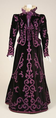 Evening suit by House of Paquin, late 1890s, the Met Museum. The sleeves on this lovely suit are tame for the day.