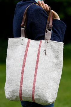 Grain sac Tote.Blue Red Stripe sac à main. Ancienne par RebeccasAix