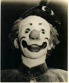 Clown Paul Jung Creepy Circus, Circus Art, Circus Clown, Creepy Clown, Paul Jung, Famous Clowns, Clown Photos, Circus Fashion, Human Oddities