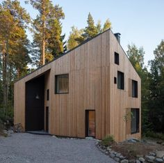 Immersed in its natural environment and designed by Ortraum Architects near Helsinki, this residence features a larch wood facade that allows the building to patinate naturally and gracefully. Timber House, Wooden House, Larch Cladding, Wood Facade, Weekend House, Detached House, Future House, Modern Architecture, Building