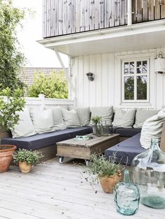 Beach Cottage Backyard Patio Exterior and Furnishings Outdoor Dining, Outdoor Spaces, Outdoor Decor, Pergola, Country House Design, Gravity Home, Outdoor Retreat, Outside Living, Back Patio